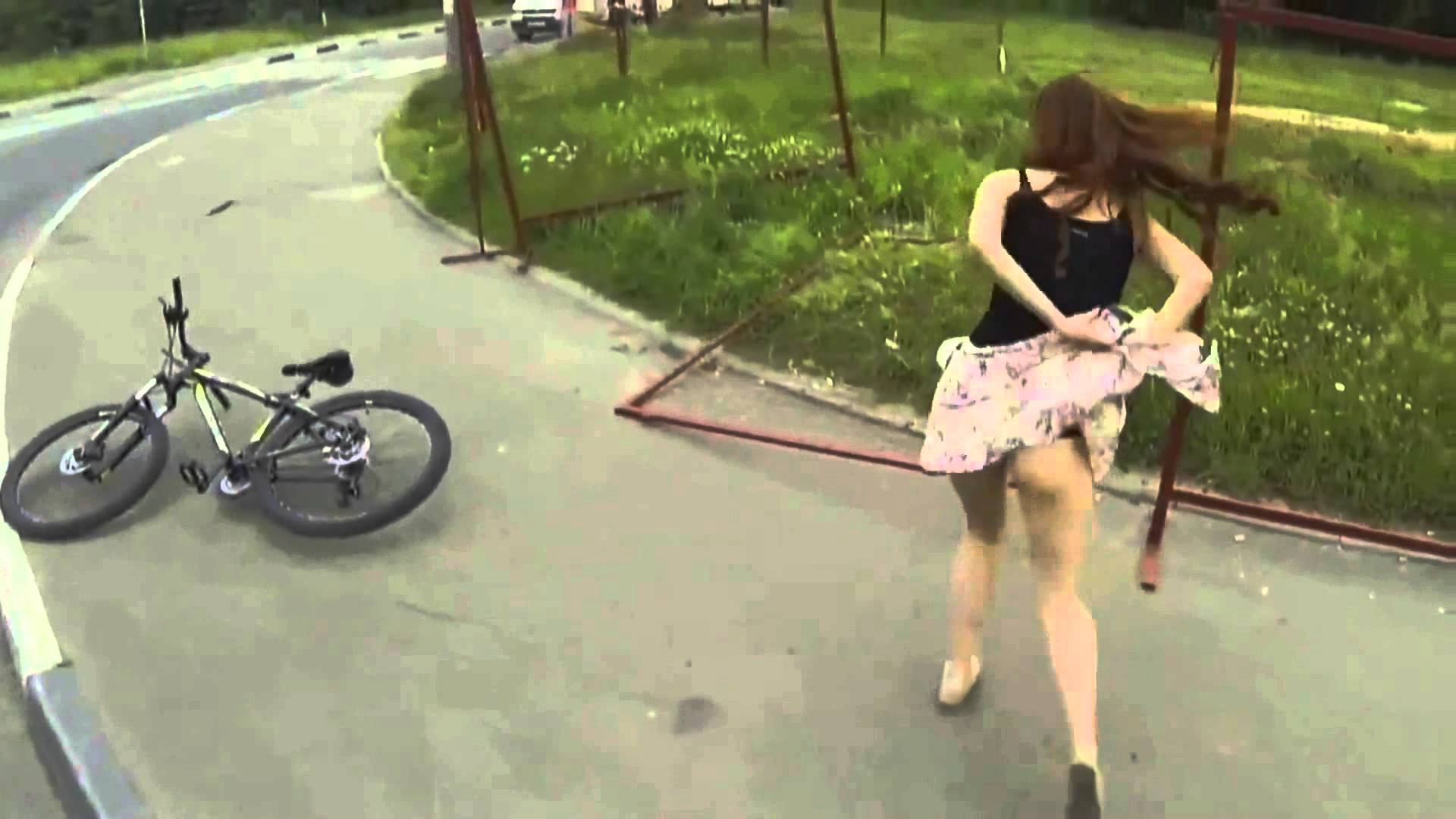 Girl loses her skirt think, what