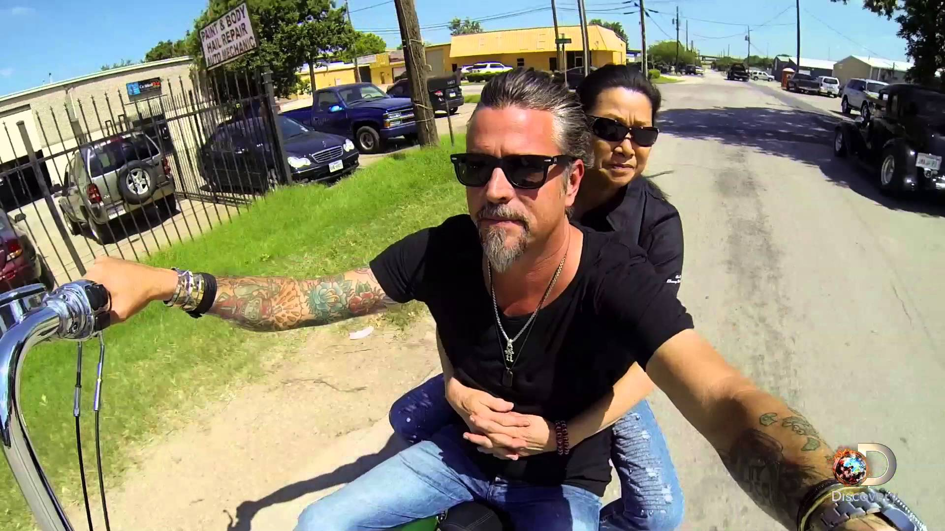 gas monkey garage 39 s richard rawlings takes his friend sue for the harley ride of her life. Black Bedroom Furniture Sets. Home Design Ideas